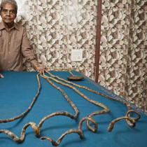 l'homme aux ongles les plus longs du monde